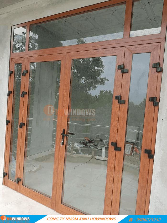 cửa-nhôm-kính-cường-lực-vân-gỗ