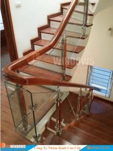 cầu-thang-kính-tay-vịn-gỗ-3